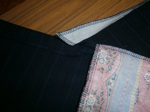 detail of front waist right corner