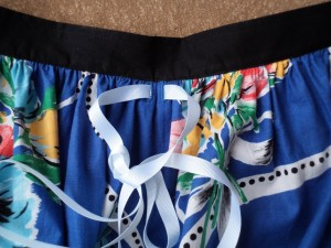elastic waisted skirt front buttonholes and ribbon