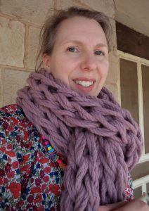 Yarn magazine issue 42 arm knitted scarf