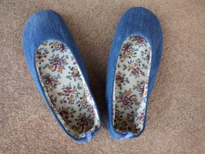 free-pattern-ballerina-slippers-finished-slippers-plain