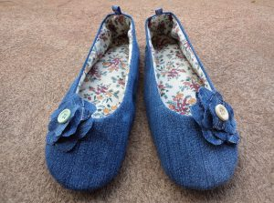 free-pattern-ballerina-slippers-finished-slippers-with-flowers