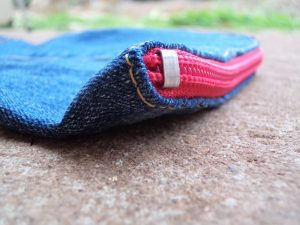 the-jeans-recycling-challenge-the-last-leg-little-zip-bag-closeup-of-zip-corner