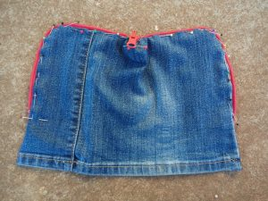 the-jeans-recycling-challenge-the-last-leg-little-zip-bag-zip-pinned-on-and-bag-flat