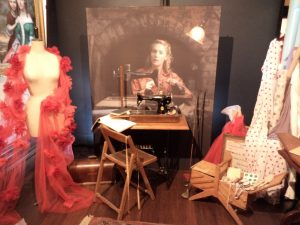exhibition-review-the-dressmaker-costumes-tilly-sewing-room-tableau