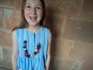 making-festive-necklaces-glitter-pompoms