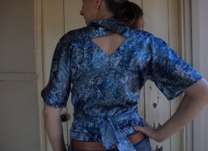 Pattern Review Vogue 2859 top reversed back view