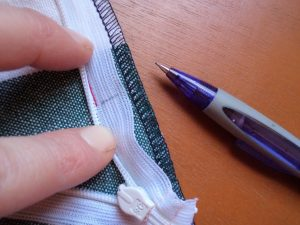 How to sew an invisible zip 6