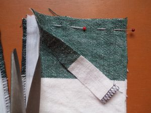 How to sew an invisible zip with facing 1