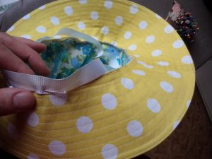 Free Pattern Make a Hat attaching the ribbon