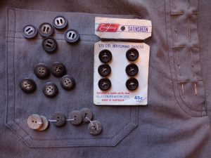 The other trousers choosing buttons