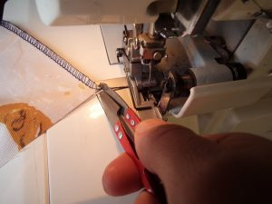 Overlocking A perfect beginning and end 1 Just cut it