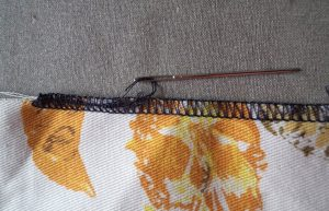 Overlocking A perfect beginning and end 4b Use a darning needle