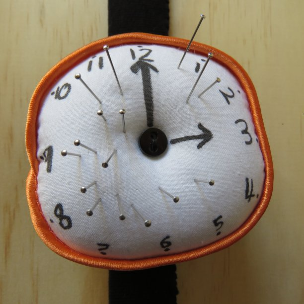 Clock pincushion