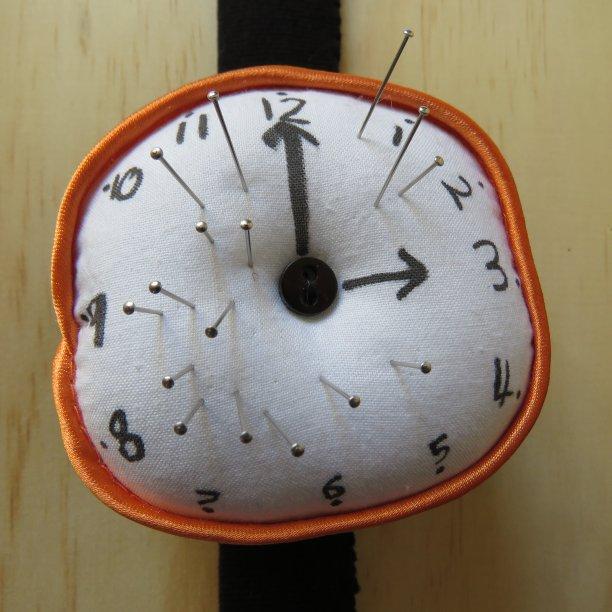 Clock pincushion