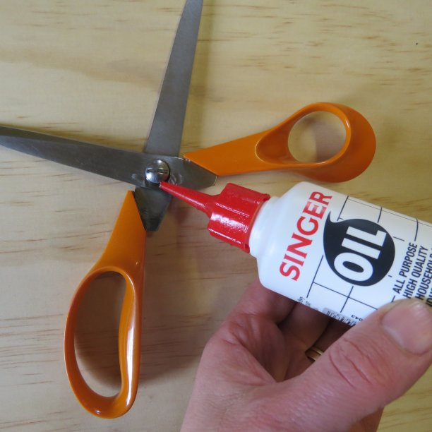 Cutting and scissors tips Oiling scissors