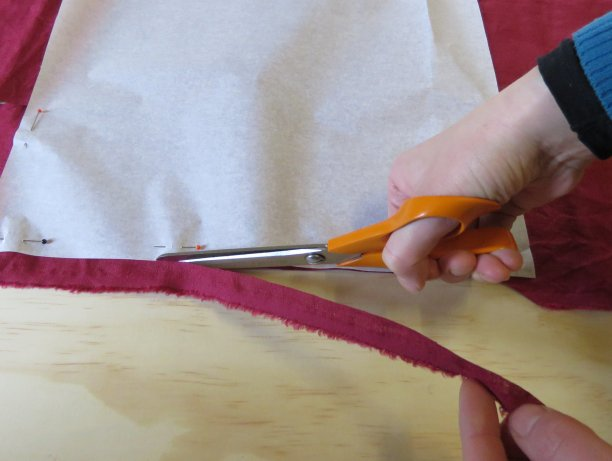 Cutting and scissors tips Pull away the trimmings