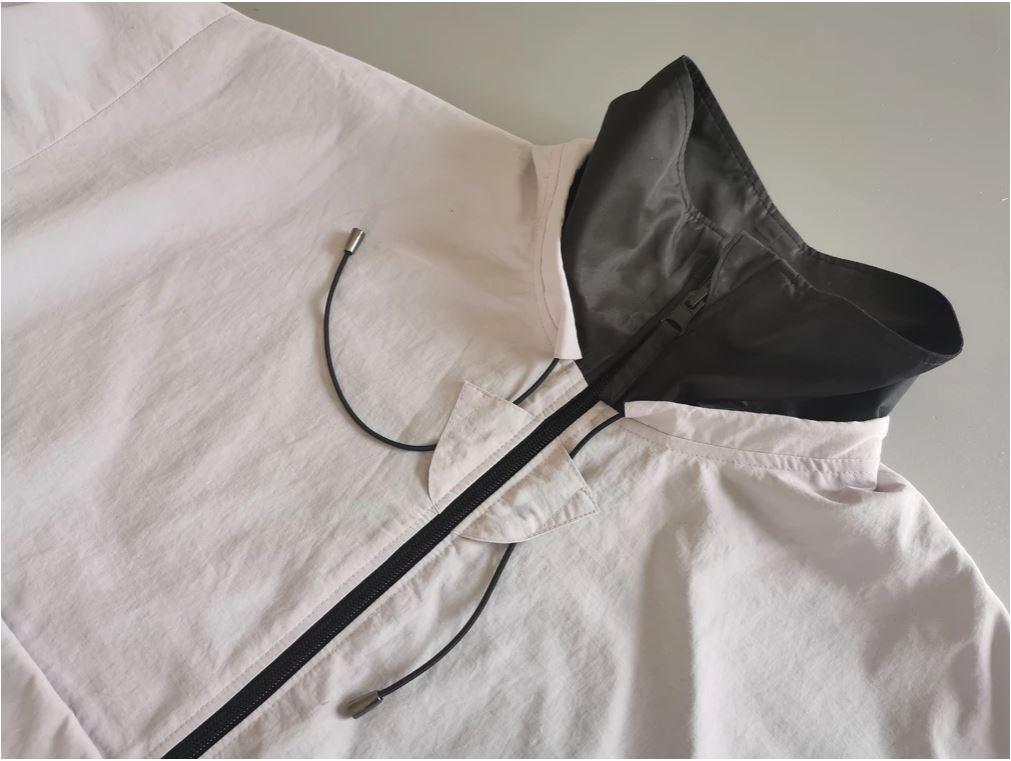 Detail of Kiabi windbreaker's collar
