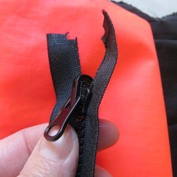 Reversible zip