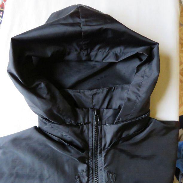 The hood on the black Kiabi windbreaker