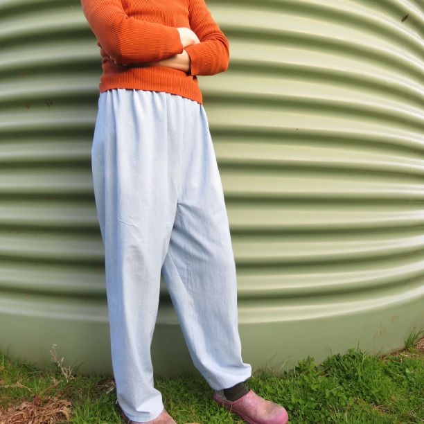 Front view Mompei trousers