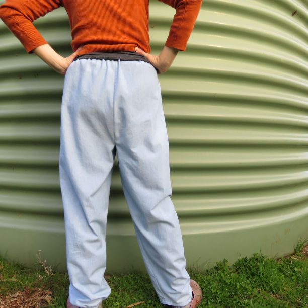Back view Mompei trousers