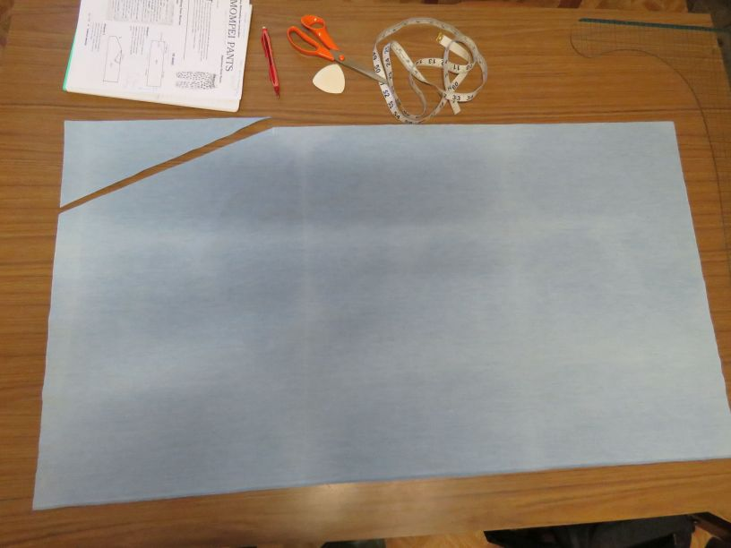 Cutting out mompei trousers in chambray